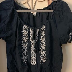 Cute short sleeve embroidered top